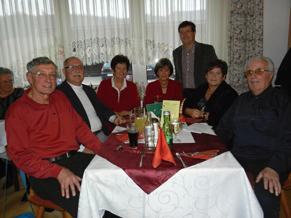 Walter Prause, Hans Heigert, Monika Kahlfuß, Obfrau Rosy Streiner, Bgm. Albert Pitterle, Monika Leitner, Alfred König (v.l.)